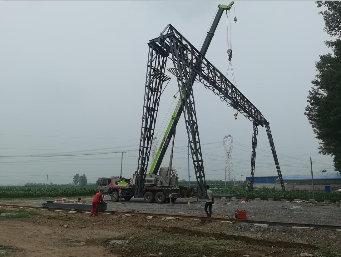 北韩建筑工厂龙门吊